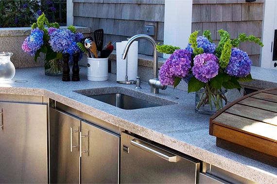 outdoor-appliance-guide-sinks
